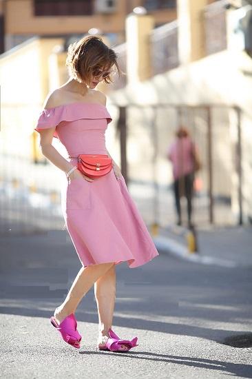 Как правильно носить поясную сумку женскую